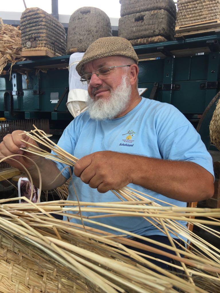 Rob Triest doceert de cursus korfvlechten